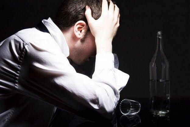Алкогольная ломка, сколько длится похмелье и как оказать себе помощь