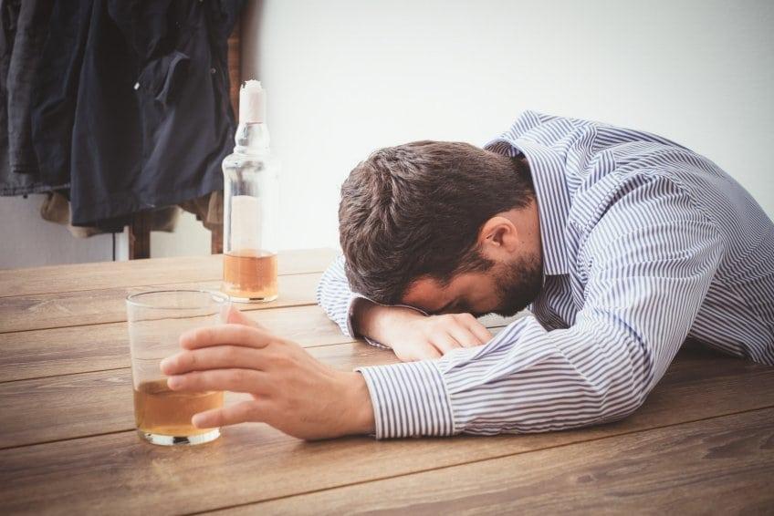 Причины и признаки отравления при алкогольной зависимости